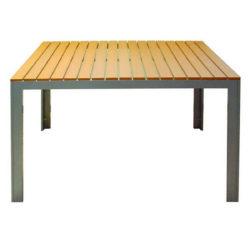 Stôl z kovovej konštrukcie