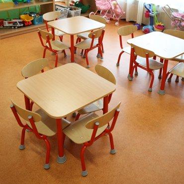 Rozprávkové stoly s kovovou konštrukciou