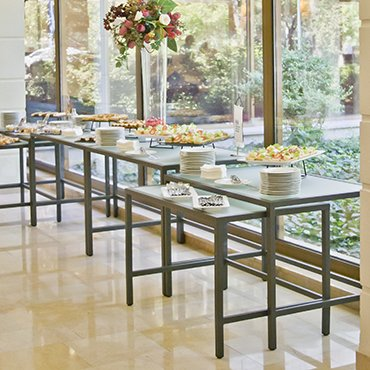 Izisz Stôl
