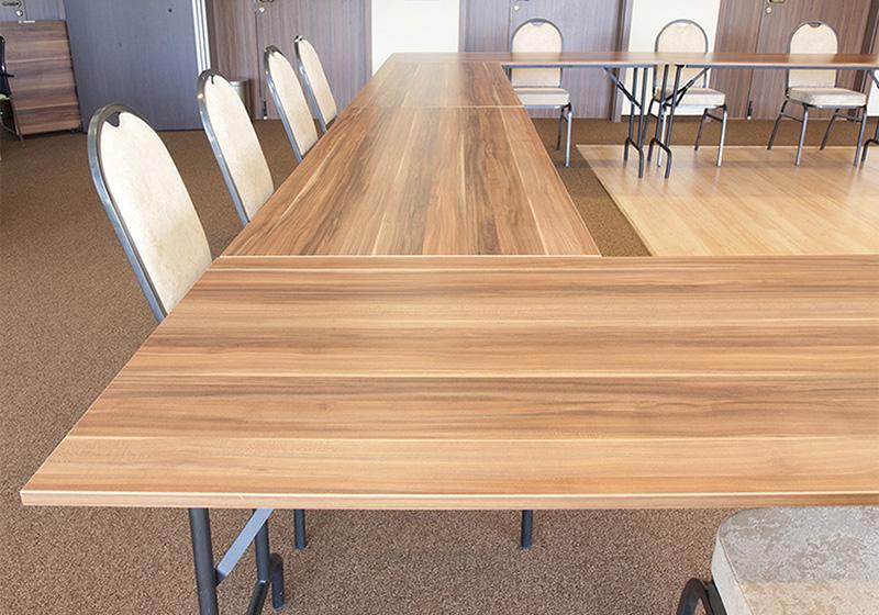 Kovový stôl