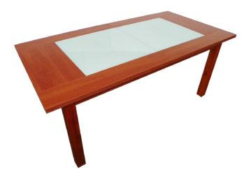 Drevený stôl