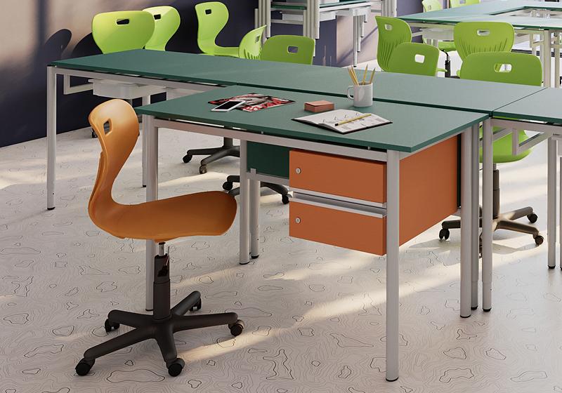 Stoličky pre učiteľov