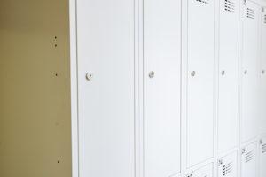Domov pre študentov – Fitt30 8 a 4 miestne delené skrine.